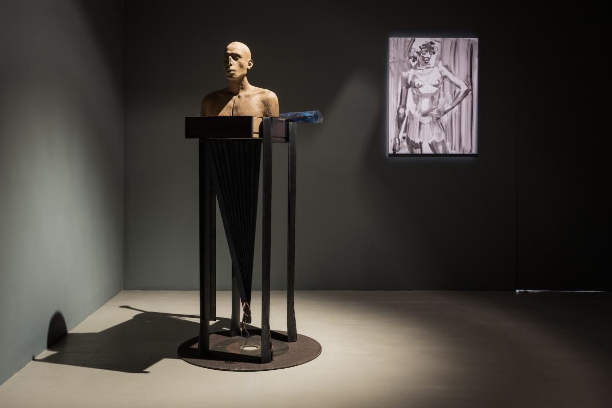 Kūnas ir tamsa_20_Galerija Vartai_ekspozicijos vaizdas