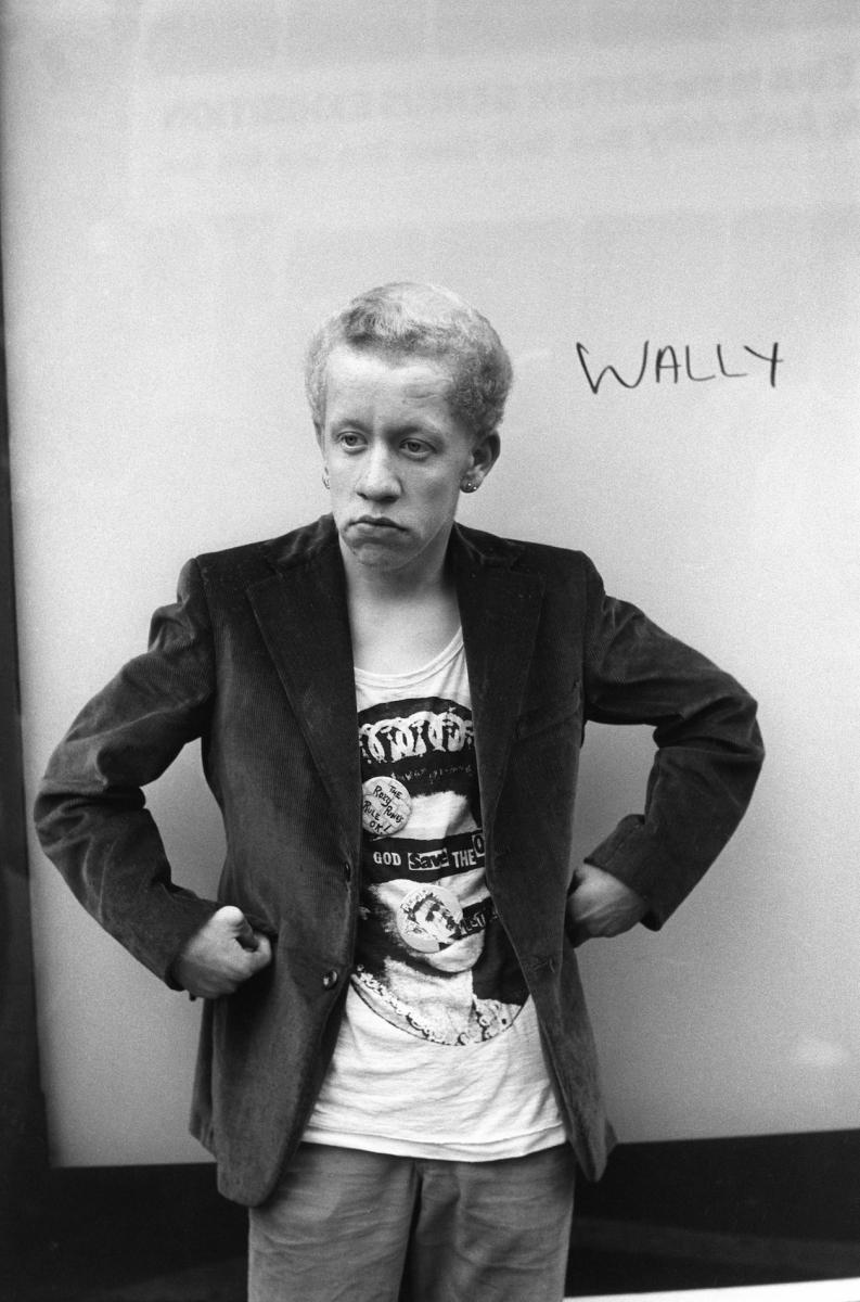 Pankas Wally Kings Road gatvėje Chelsea rajone. Londonas, 1977
