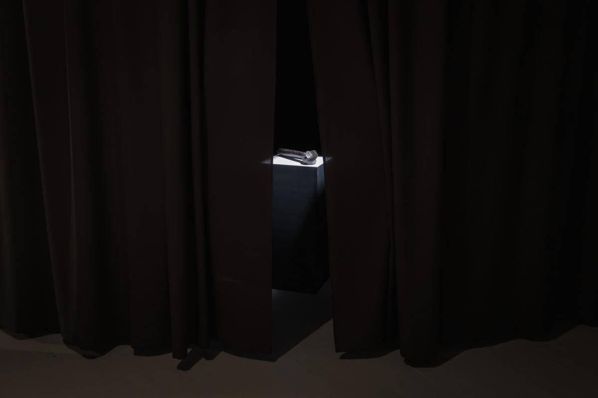 Kūnas ir tamsa_25_Galerija Vartai_ekspozicijos vaizdas