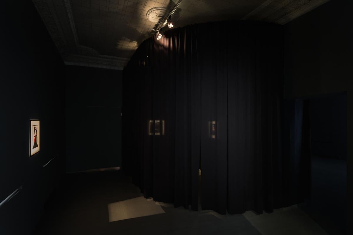 Kūnas ir tamsa_3_Galerija Vartai_ekspozicijos vaizdas