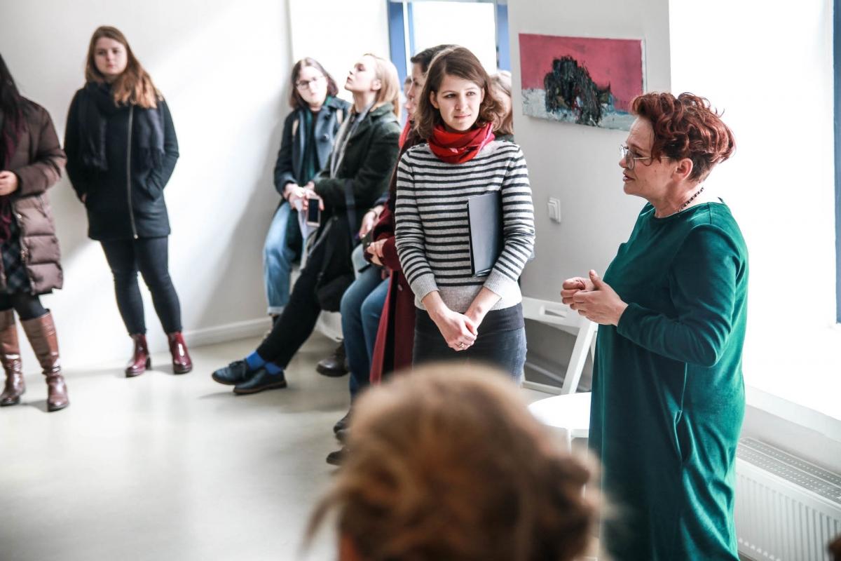 """Nuotr. Eglės Girskaitės. Galerija """"MENO NIŠA"""" su Elena Baliūkaite-Brazdžiūniene (dešinėje)"""